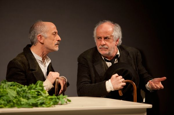 "Peppe e Toni Servillo in ""Le voci di dentro""."