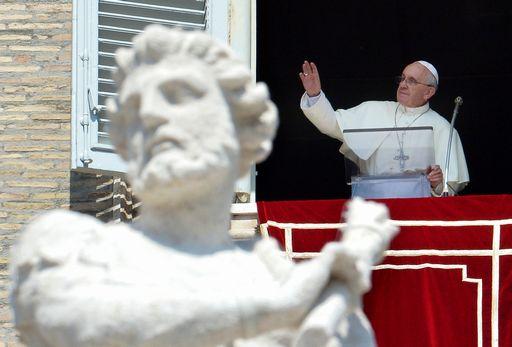Papa Francesco al balcone di San Pietro.