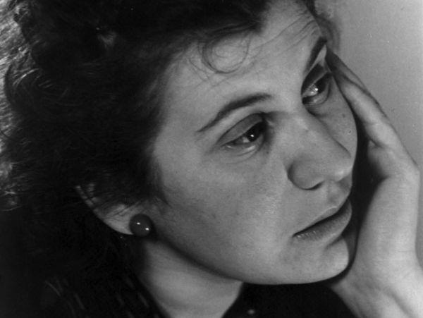 Un'immagine di Etty Hillesum.