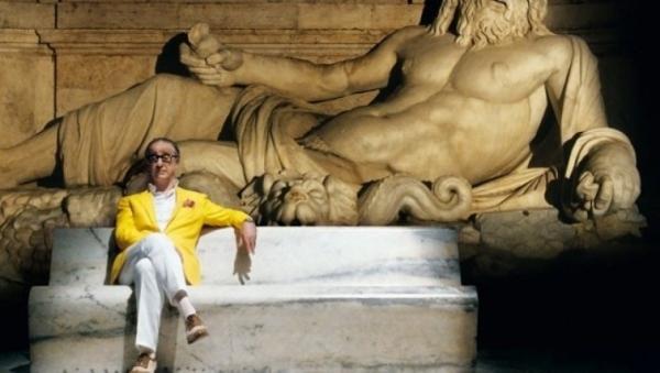"""Toni Servillo in un'immagine emblematica di """"La grande bellezza""""."""